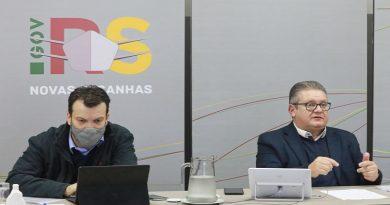 Em reunião com prefeitos e deputados, Estado apresenta proposta de novo sistema de monitoramento da pandemia
